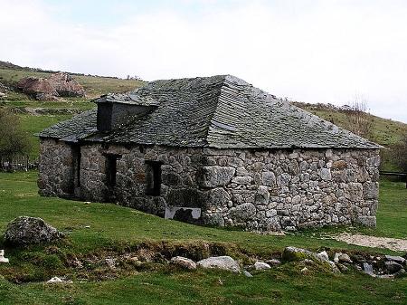 Каменный дом 1